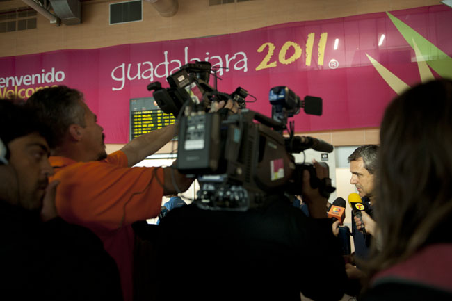 The press interviews a member of the Brazilian team after arriving in Guadalajara